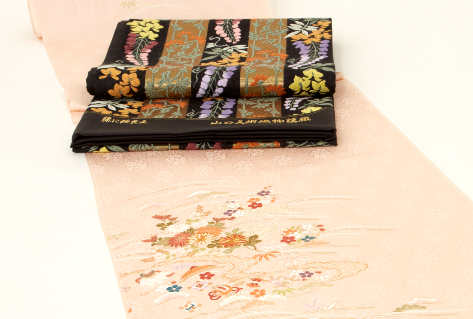 黒地に色とりどりの 鮮やかな藤の花の袋帯
