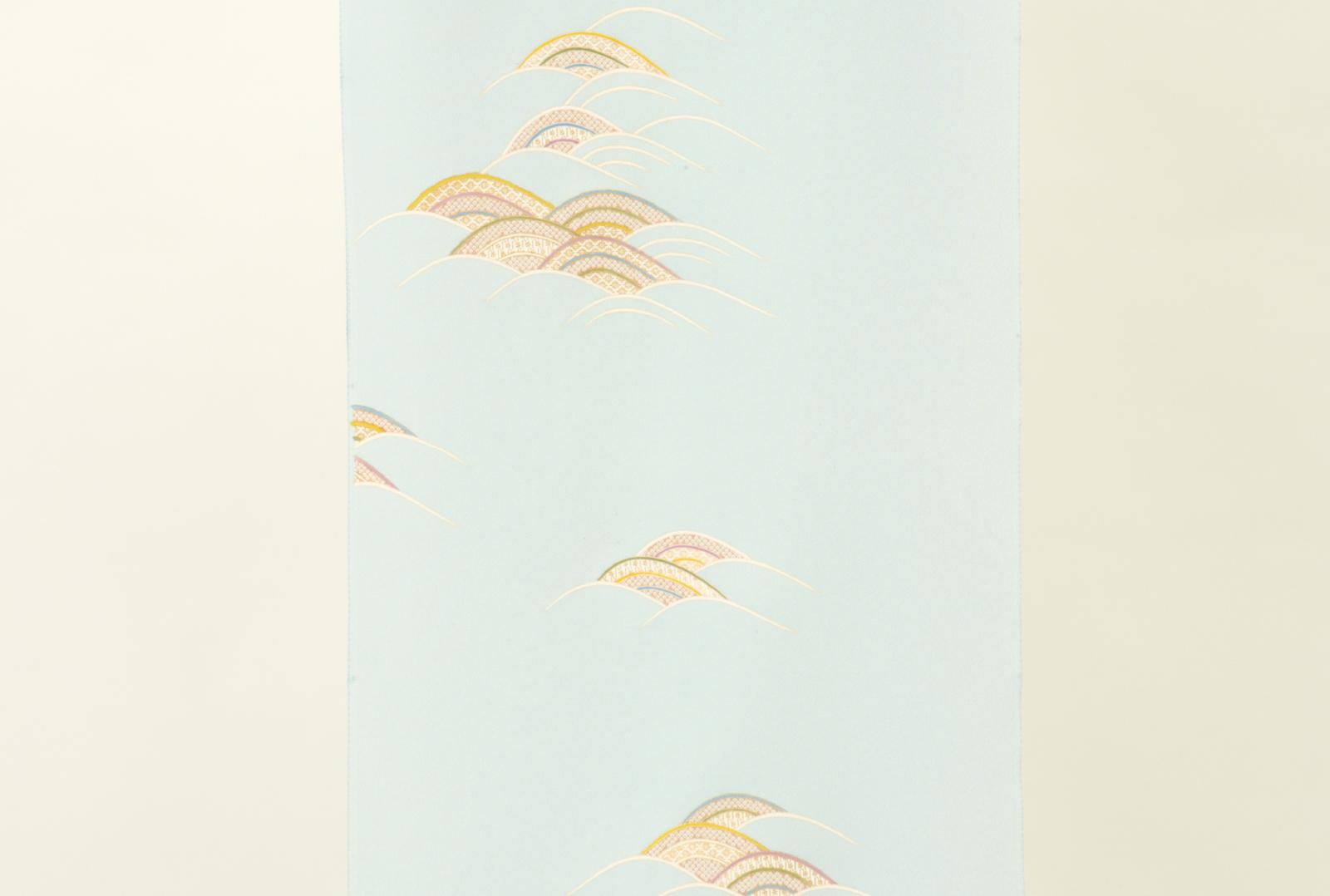 淡い水色に青海波の文様を柄付けした爽やかな附下